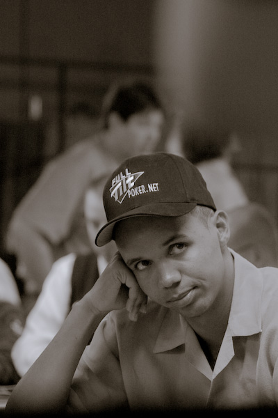 Phil Ivey waiting for cards during the WSOP 2008.